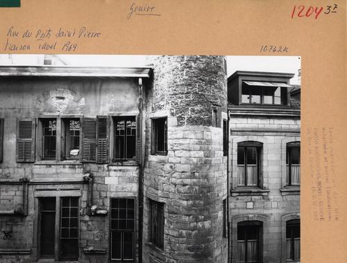 Genève, rue du Puits-Saint-Pierre: maison Tavel (détail de façade)