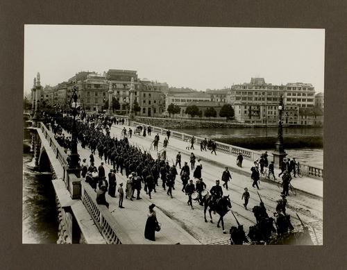 Genève, pont de la Coulouvrenière: départ des troupes genevoises pour les frontières