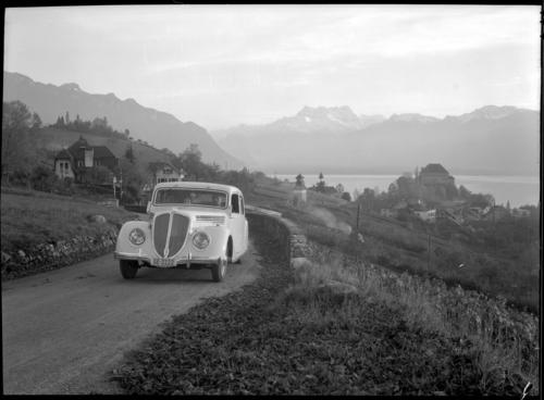 Montreux, automobile sur les hauts du Châtelard