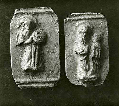 Moulages de détail de la cloche dite la Clémence à la cathédrale Saint-Pierre de Genève: saint Jean-Baptiste et saint Jacques Majeur
