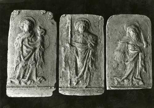 Moulages de détail de la cloche dite des heures à la cathédrale Saint-Pierre de Genève : les saints Jean l'Evangéliste, Matthieu et Barthélemy