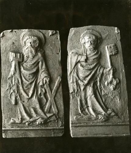 Moulages de détail de la cloche dite des heures à la cathédrale Saint-Pierre de Genève : saint André et saint Pierre