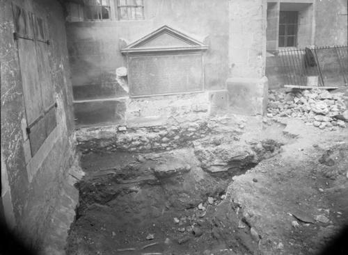 Genève, rue Vallin: redécouverte des restes des victimes genevoise de l'Escalade dans l'ancien cimetière de Saint-Gervais