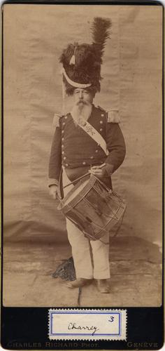 Portrait de Charrey en uniforme de vieux Grenadier