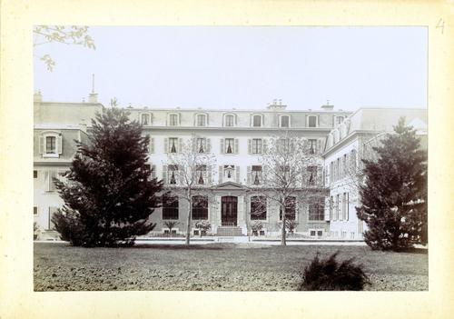 Haute-Savoie, Etrembières: pensionnat des Fidèles Compagnes de Jésus (façade sur cour)