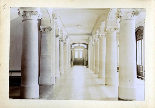 Haute-Savoie, Etrembières: pensionnat des Fidèles Compagnes de Jésus (hall d'entrée)
