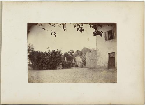 Souvenir de Montalègre, page 1: devant la maison Wuarchoz