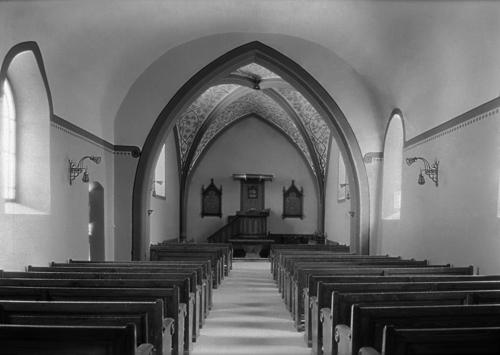 Jussy, temple: vue intérieure en direction du choeur, après restauration