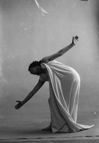 """Magdeleine G. dansant sous hypnose: """"Le chien était blotti..."""" (Verlaine)"""