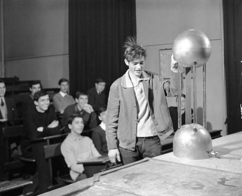 Genève, Collège moderne: classe de physique, fait avec les élèves de l'EPC