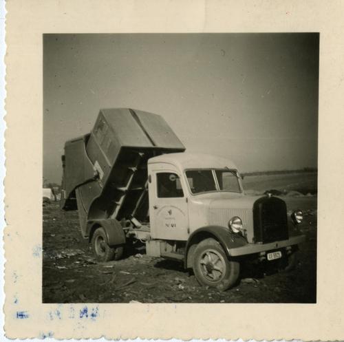 Onex, camion-benne à ordures à la décharge de la Caroline
