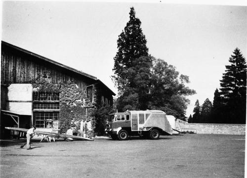 Camion-benne Saurer au dépôt de la voirie de Genève au boulevard Saint-Georges