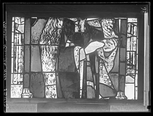 Genève, cathédrale Saint-Pierre: vitrail de Marie Madeleine (détail à l'endroit, vu de l'intérieur, avant restauration)