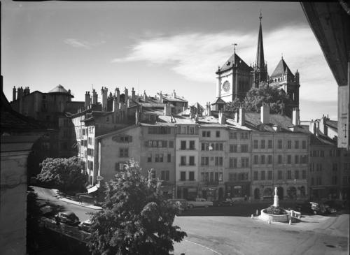 Genève, place du Bourg-de-Four: vue générale en direction de la cathédrale Saint-Pierre