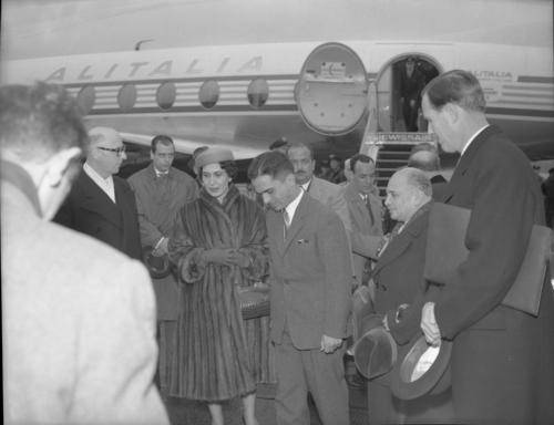 Meyrin, aéroport: arrivée du roi Hussein de Jordanie avec sa mère