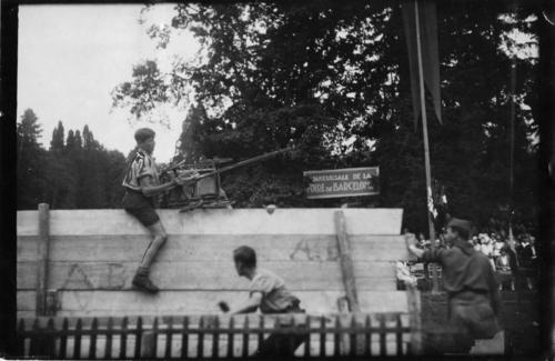 Scoutisme, fête des éclaireurs genevois au parc des Eaux-Vives, jeux d'obstacles