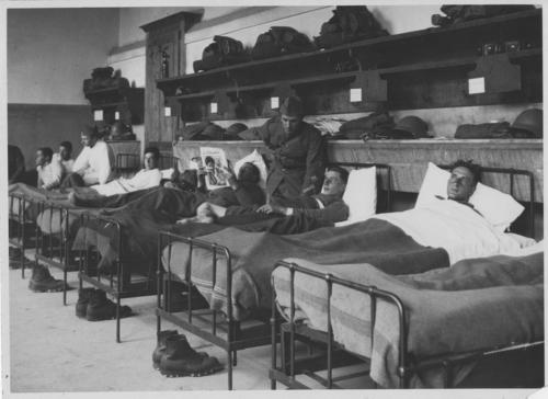 Genève, lendemains de la fusillade du 9 novembre 1932: soldats blessés