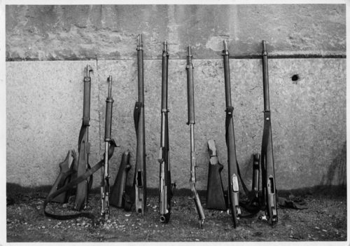 Genève, exposition de fusils brisés lors des événements du 09.11.1932