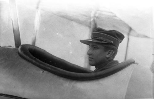 Portrait de Louis Pagan dans son avion (reproduction)
