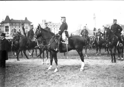 Genève, plaine de Plainpalais: le général Wille pendant le défilé des troupes genevoises lors de la démobilisation partielle et provisoire d'une partie de la première division