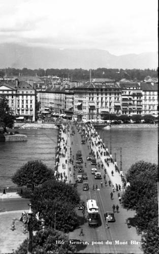 Genève, pont du Mont-blanc: vue plongeante en direction de la rue du Mont-blanc
