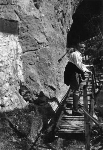 Haute-Savoie, Salève: homme montant des escaliers