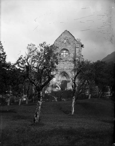 Haute-Savoie, Saint-Jean d'Aulps: abbaye (façade et rose)