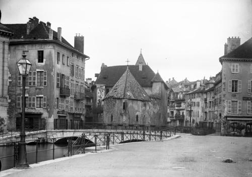 Haute-Savoie, Annecy: château de l'Isle sur le Thiou (vu du quai de l'Evéché)