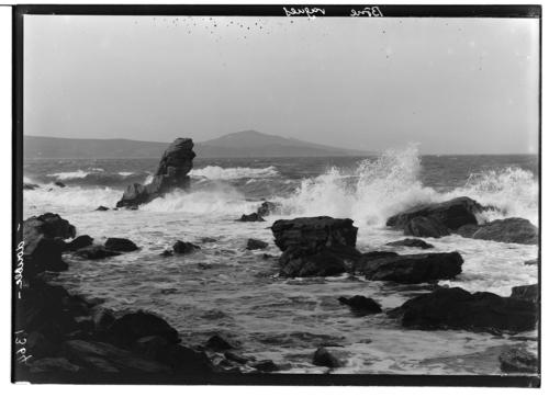 Bône, vagues et récifs
