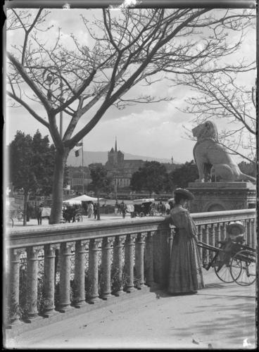 Genève, quai du Mont-blanc: en poussette