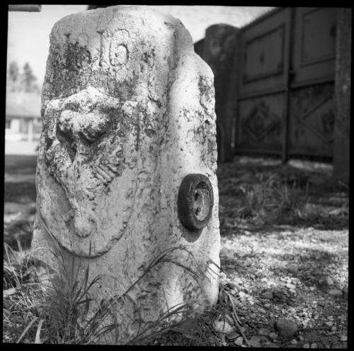 Presinge, Petit-Carra: borne frontière numéro 114 (datée 1816)