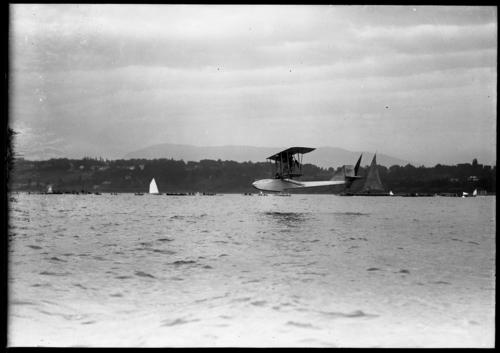 Léman, avion Donnet-Lévêque survolant le lac