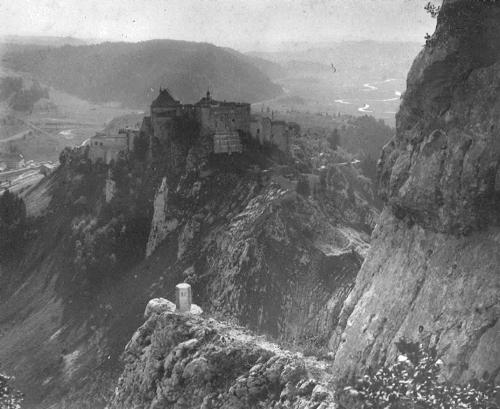 Doubs, La Cluse-et-Mijoux : le fort de Joux pris du fort Larmont