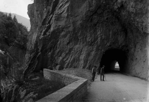 Savoie, Tarentaise: tunnel sur la route d'Aime à Moutiers