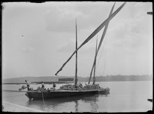 Genève, quai marchand des Pâquis: barque lémanique