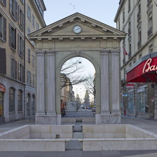 Genève, rue Necker: fontaine et porte de l'ancien panorama de Plainpalais