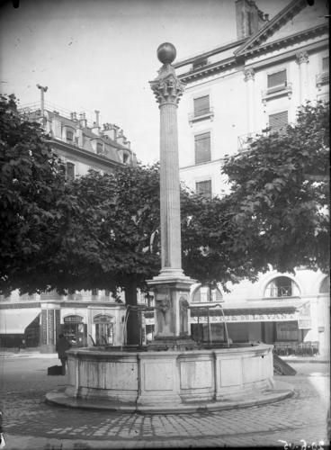 Genève, place du Port: fontaine