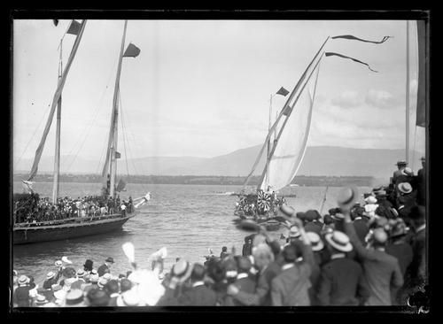 Versoix, fête du Centenaire: barque lémanique vue du quai