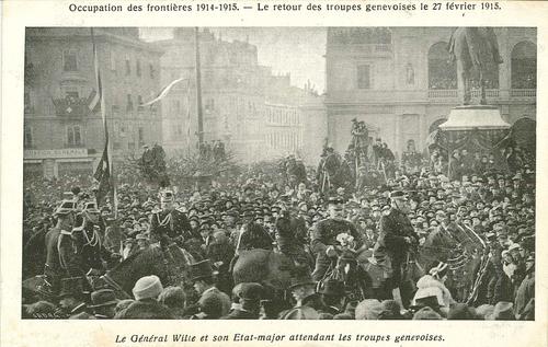 Genève, place de Neuve: le général Wille et son état-major attendent les troupes genevoises le 22.021915