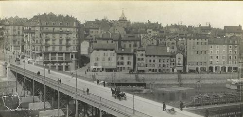 Genève, pont de la Coulouvrenière et ancien quartier du Seujet (actuel quai Turrettini): vue prise probablement depuis l'atelier des Boissonnas