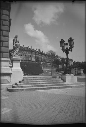Genève, place de Neuve: escaliers devant le Grand Théâtre
