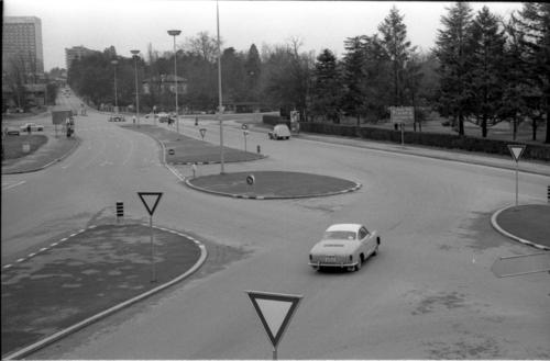 Genève, place des Nations: vue en direction de l'hôtel Intercontinental