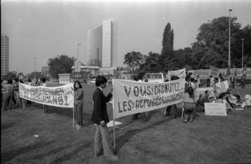 Genève, place des Nations: manifestation pour les réfugiés vietnamiens