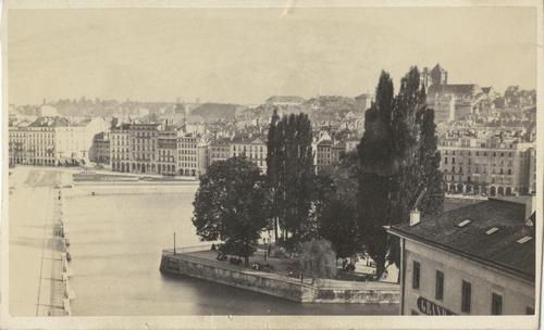 Genève, le pont du Mont-Blanc et l'île Rousseau vus en direction de la cathédrale