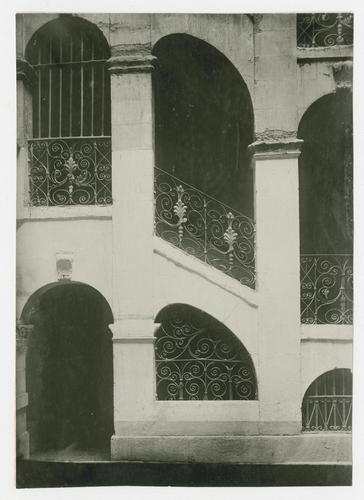 Genève, rue du Soleil-Levant: maison Micheli, cour et escaliers