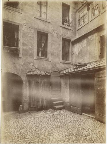 Genève, rue de la Confédération, alors rue des Allemands: immeubles côté cours, donnant sur la rue du Rhône