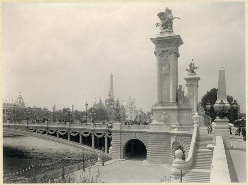 Paris, souvenirs de l'exposition universelle: le pont Alexandre III