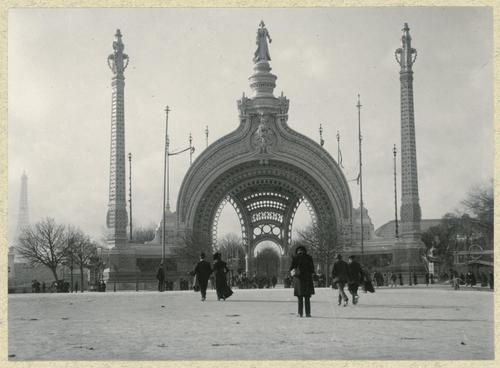 Paris, souvenirs de l'exposition universelle: la porte monumentale