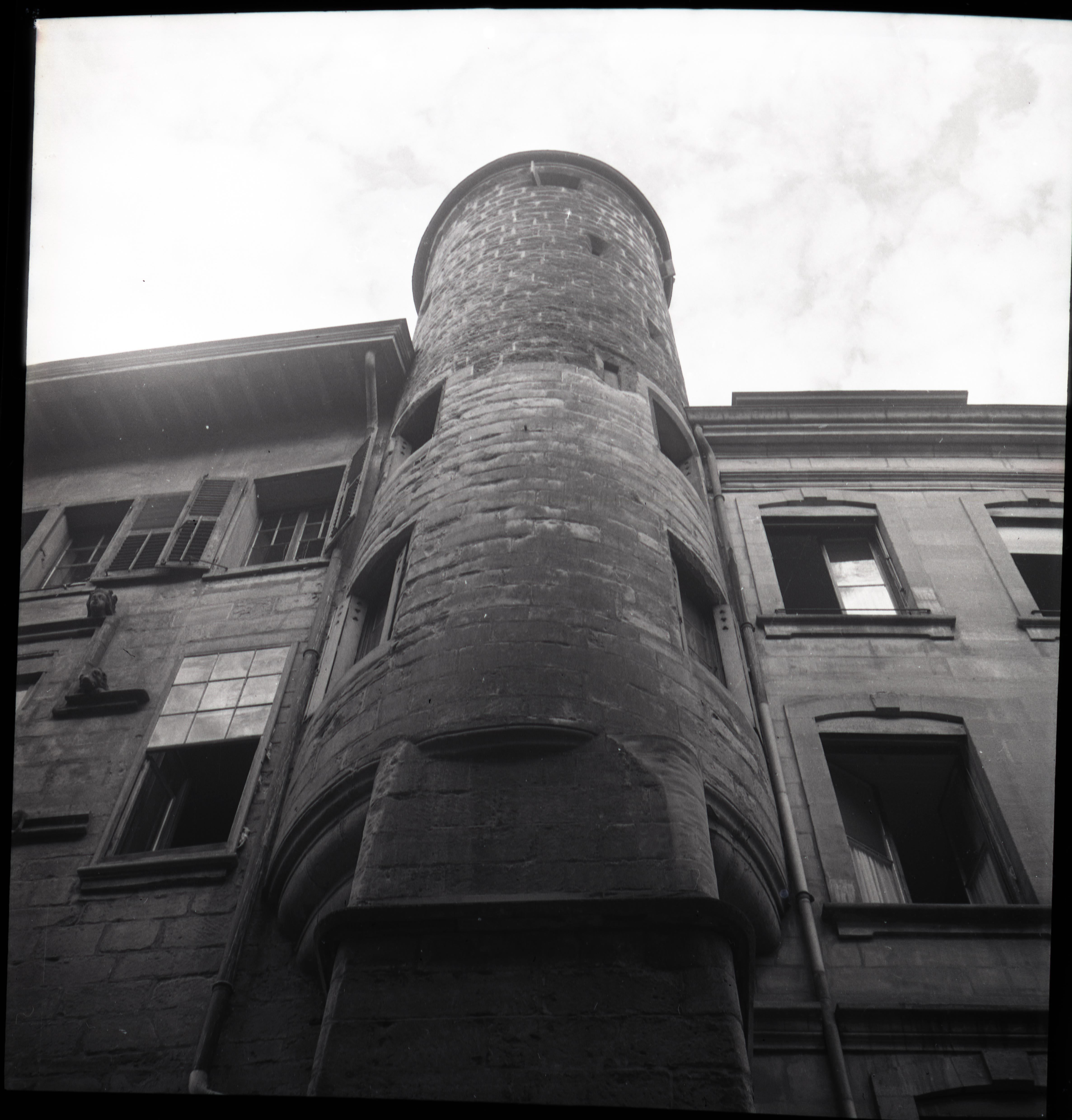 Genève, rue du Puits-saint-Pierre: maison Tavel (tour)