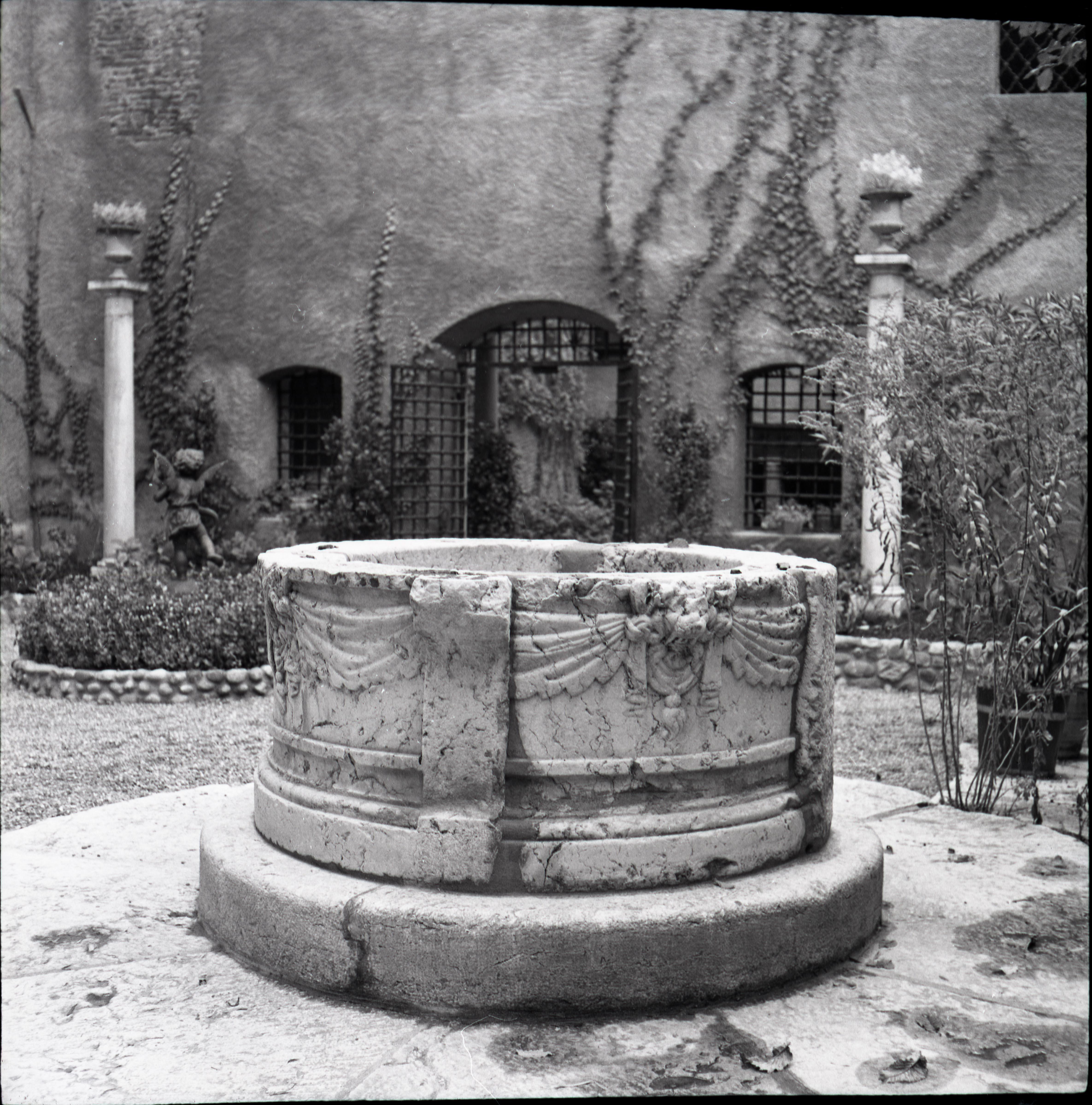 Genève, rue du Puits-saint-Pierre: maison Tavel (puits)